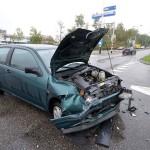 Vrouw naar ziekenhuis na aanrijding met busje aan de Dierensteinweg in Barendrecht