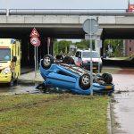 Auto raakt in slip en slaat twee keer over de kop aan de 1e Barendrechtseweg