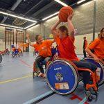 Kinderen ervaren het sporten met een handicap tijdens (S)cool on Wheels project