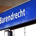 Bord op perron van treinstation Barendrecht