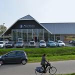Drukte op eerste dag in nieuwe winkel Opnieuw & Co en Peter Terlouw Tweewielers (Voordijk, Barendrecht)