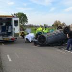 Auto slaat over de kop na aanrijding aan de Koedood in Barendrecht