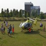 Traumahelikopter voor melding verdrinking kind naar Drontermeer in Barendrecht
