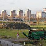 Aanleg/werkzaamheden startheuvel van nieuwe crossbaan FCC Barendrecht op Sportpark de Doorbraak (27-12-2016)