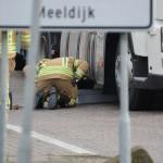 Vrachtwagen lekt diesel aan de Koopliedenweg (Gebroken Meeldijk) in Barendrecht