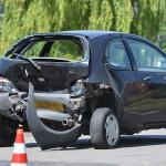 Veel schade bij aanrijding met drie auto's op de Carnisser Baan in Barendrecht (Carnisselande)