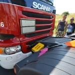 Aanrijding Truckrun: Verkeersregelaar met motor ten val op Sweelincklaan