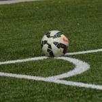 Voetbal op voetbalveld