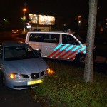 Auto bij achtervolging aan de Hamburg van de weg gedrukt door politiebusje (Barendrecht)