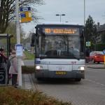 Bus bij bushalte 'Oude Postkantoor' aan de Binnenlandse Baan in Barendrecht ('t Vlak)