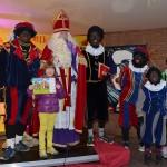 Winnaars kleurwedstrijd en op de foto met Sinterklaas op de Middenbaan in Barendrecht