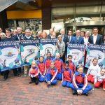 Cheques uitgereikt van 'Cash voor je Club' actie in Carnisse Veste