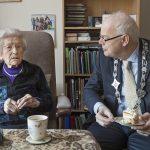 Felicitaties voor oudste inwoner Barendrecht: F.C. den Otter (102)