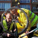 29 okt: Fietsersbond repareert fietsverlichting op de Middenbaan