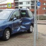 Aanrijding tussen tram en auto op de Avenue Carnisse in Barendrecht (Carnisselande)