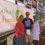 Tennisvereniging Barendrecht schenkt cheque aan Lokaal Fonds Barendrecht