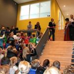 Hof van Maxima in bijzijn van honderden kinderen geopend door 'Maxima' (Barendrecht)