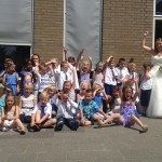 Juf Mariska van De Groen getrouwd, kinderen feesten mee (Groen van Prinsterer, Barendrecht)
