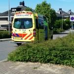 Aanrijding snorfiets en auto op de Strausslaan/Middeldijk in Barendrecht