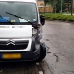 Stadsbus en bedrijfsbus komen in botsing in bocht van Boerhaavelaan in Barendrecht