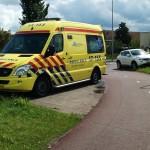 Fietser aangereden door auto bij rotonde Bachlaan in Barendrecht