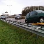 Auto's vliegen synchroon uit de bocht bij op- en afrit A29 (Kilweg, Barendrecht)