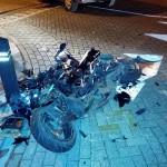 Scooter total loss bij aanrijding met auto op de Voordijk in Barendrecht