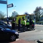 Fietser door auto geschept op rotonde Dierensteinweg in Barendrecht
