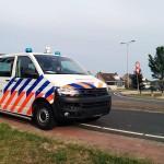 Aanrijding politiebusje met personenauto Voordijk; onderweg naar overval alarm