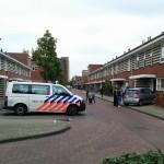 Auto rijdt voortuin in van woning aan het Slotermeer in Barendrecht