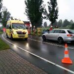 Auto op boom langs Sweelincklaan geklapt: vrouw naar het ziekenhuis