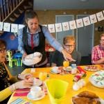 McDonald's medewerkers verzorgen moederdagontbijt Ronald McDonald Huis Barendrecht