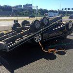 Aanhanger met auto erop omgeslagen op A15