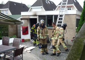 Tuinhuisje in brand aan de Mandolinehof in Barendrecht
