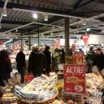 Sinterklaas opent vernieuwde supermarkt Dirk aan het Muziekplein in Barendrecht