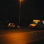 Auto vliegt uit bocht en klapt op lantaarnpaal aan de Sweelincklaan in Barendrecht