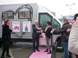 Nieuw op het gemeentehuisplein: Beautytruck 'Helemaal Mooii'