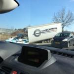 Vrachtwagen raakt van de weg aan de Henry Dunantlaan in Barendrecht