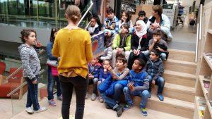 Schakelklas brengt bezoek aan nieuwe bibliotheek in Het Kruispunt