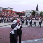 Video uit 2005: Afscheidstaptoe voor burgemeester Th. van de Wouw