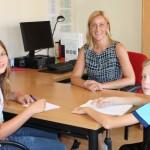 Leerlingen CBS Smitshoek interviewen nieuwe directeur Marieke Zijderveld