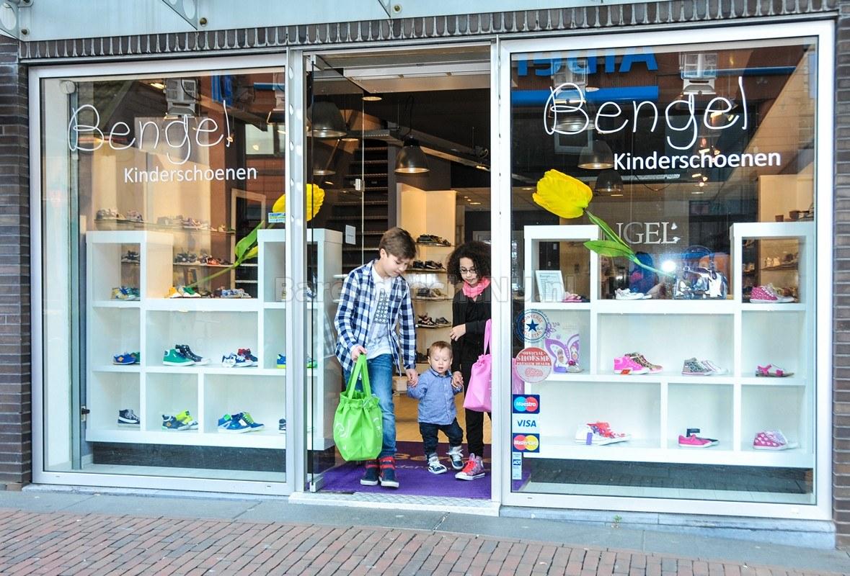 Schoenenwinkel Kinderschoenen.Bengel Kinderschoenen Op De Middenbaan Viert 10 Jarig Bestaan