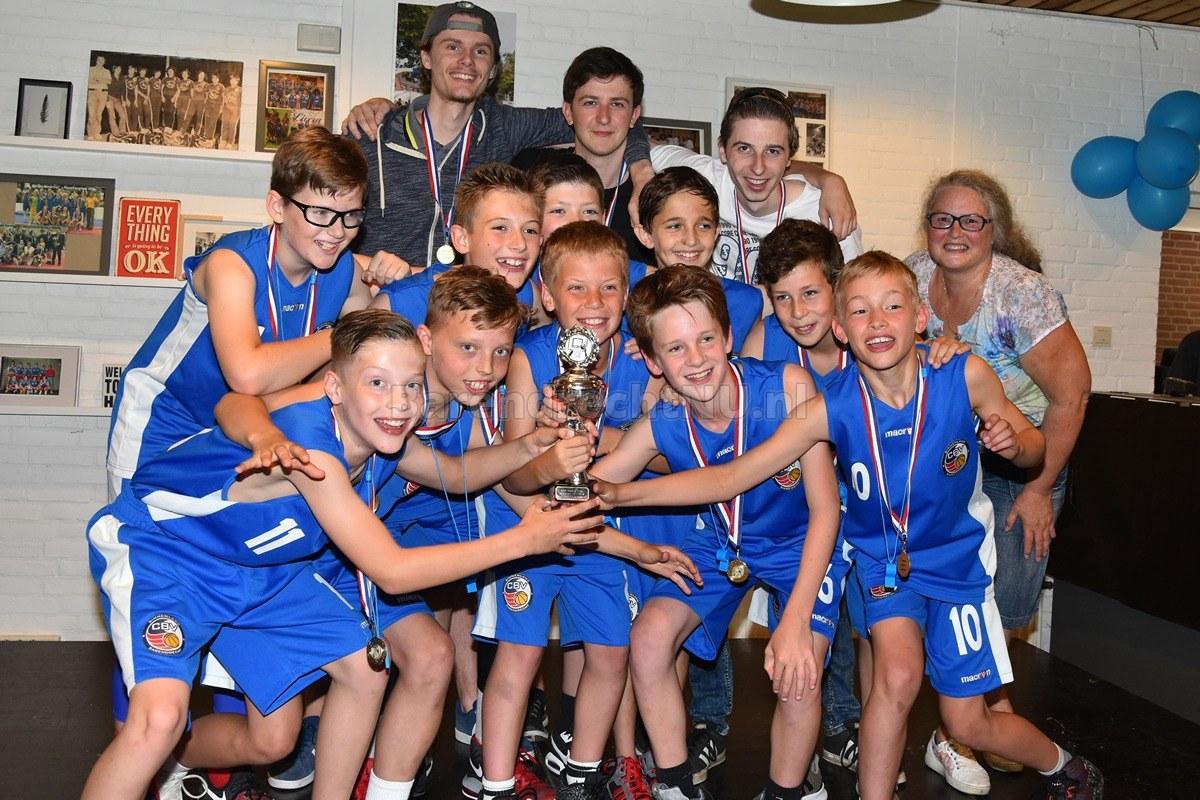 viert 50 jarig jubileum Basketbalclub CBV Binnenland viert 50 jarig jubileum: Kampioenen  viert 50 jarig jubileum