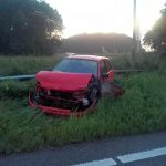 Auto slipt in bocht van oprit A29