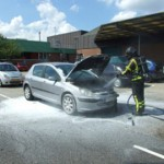 Auto in brand aan de Dierensteinweg in Barendrecht