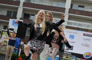 Swingende modeshows en flashmob in winkelcentrum Carnisse Veste